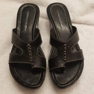 Women's Donald Pliner black sandals .. size 8